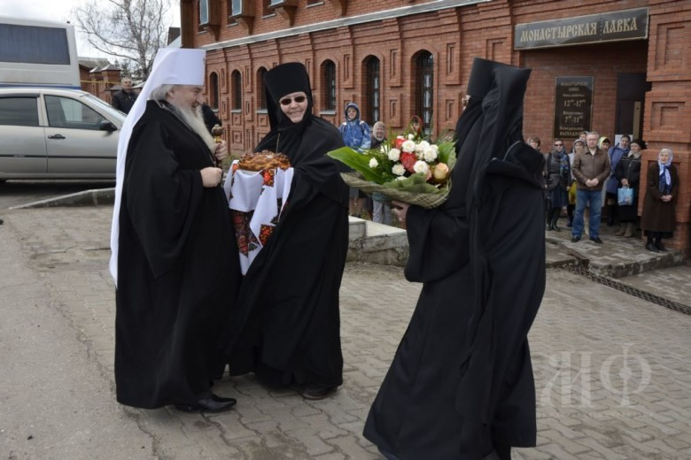 Митрополит Феофан совершил Богослужение в честь Святых Жен-Мироносиц в храме Архангела Михаила