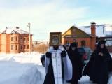 Сегодня в монастырь из Самары была привезена для поклонения верующим икона Архистратига Михаила.